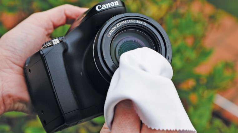 How to Avoid Scratching Your Camera Lens