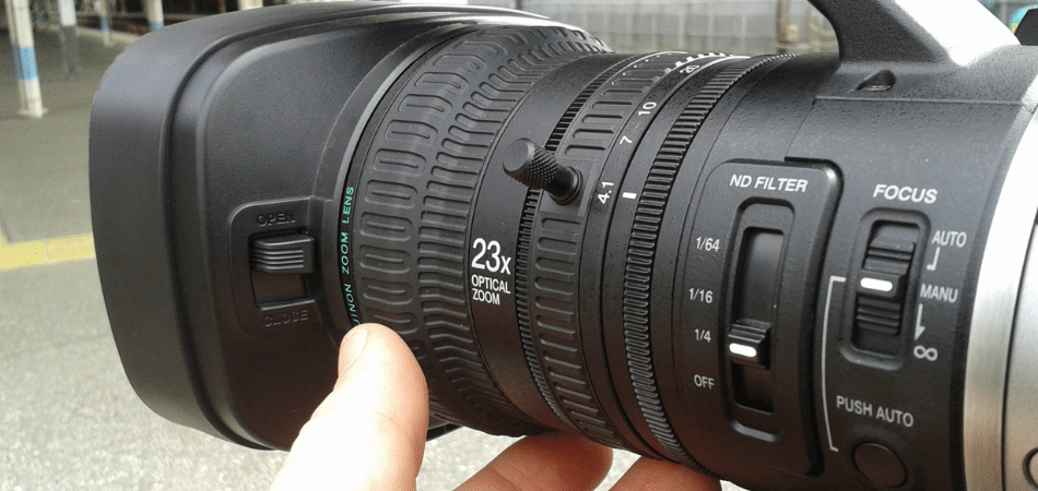How to Fix a Jammed Camera Lens